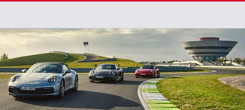 Porsche auf Asphalt